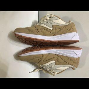 NEW Saucony grid 8000 light tan sneakers